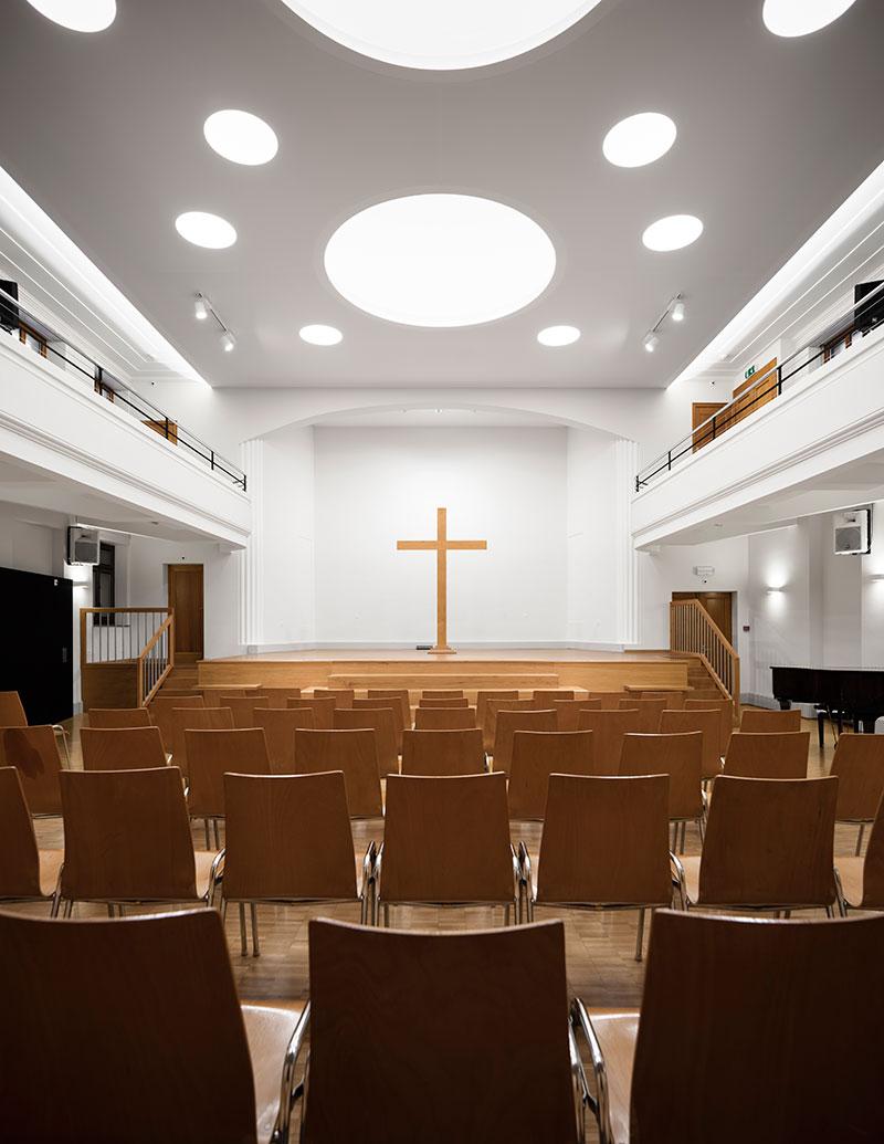 Studio by night r novation d une salle de culte gen ve for Architecte interieur geneve